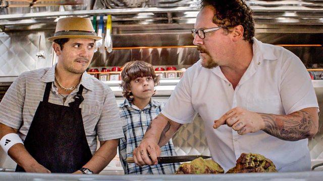 John Leguizamo, Emjay Anthony ja Jon Favreau ruokarekassa elokuvassa Chef.