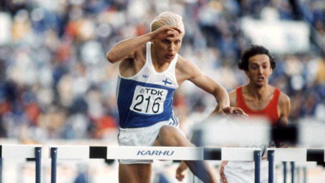 Arto Bryggare juoksi hopeaa 110 metrin aidoissa ensimmäisissä yleisurheilun maailmanmestaruuskilpailuissa Helsingin Olympiastadionilla 13. elokuuta 1983. Oikealla juokseva Bulgarian Ventzislav Radev sijoittui seitsemänneksi.