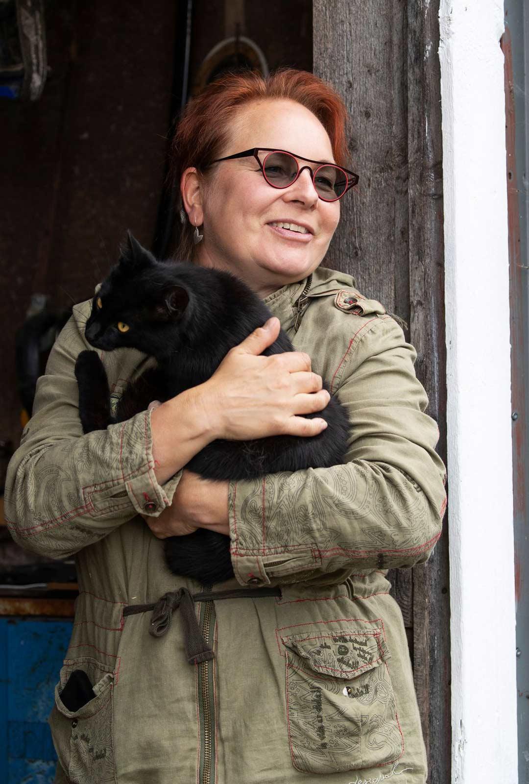 """Hevoskärryonnettomuus vei Ulla Hukan huikealle matkalle itseensä. Nyt hän uskaltaa puhua peloistaan ja tunteistaan ääneen. """"Tärkeintä on mennä turvallisesti omia pelkojaan kohti. """""""