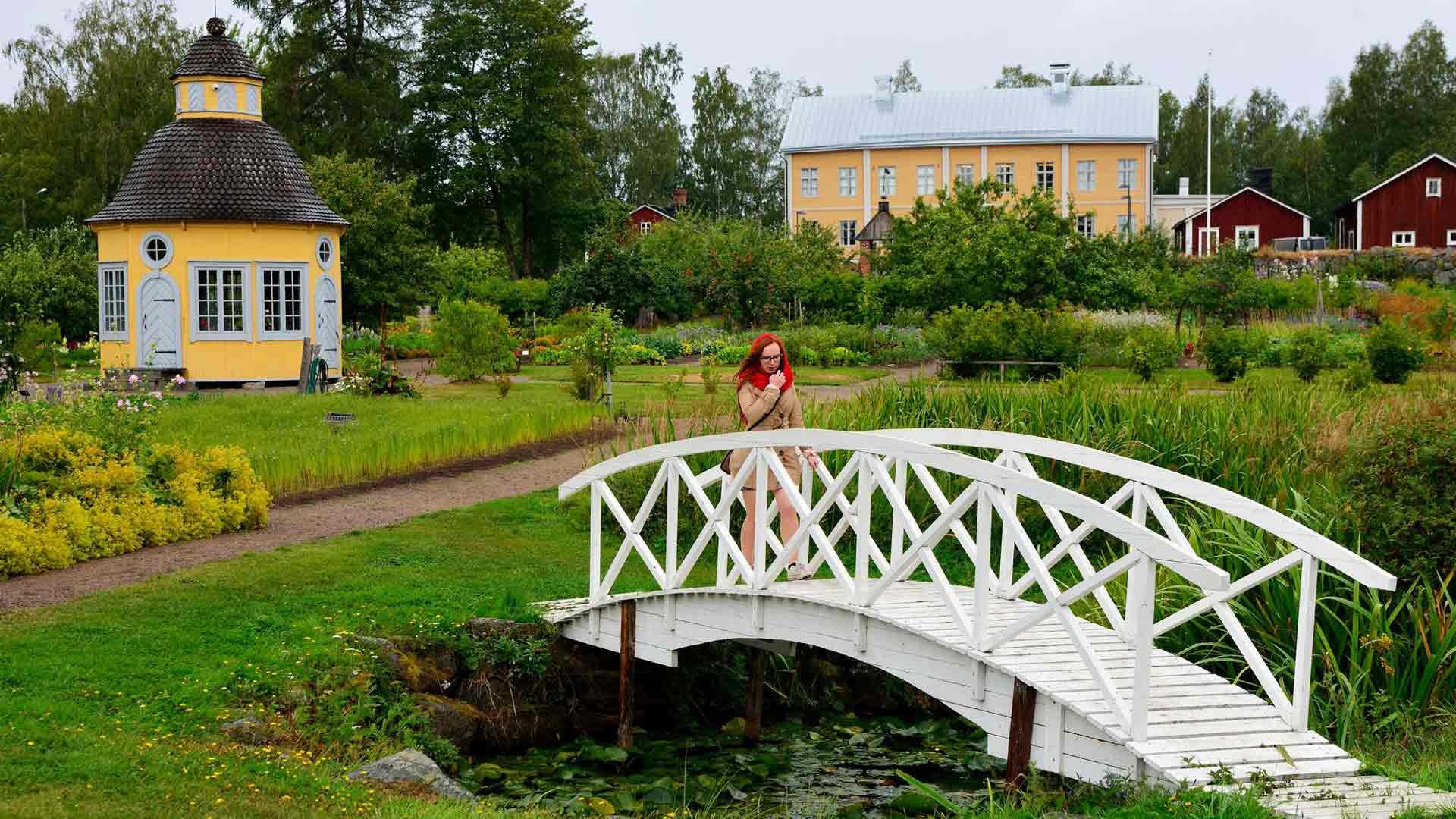 Rosenlundin pappilan geometrisen puutarhan rakennutti kirkkoherra Garbriel Aspegren 1700-luvulla.