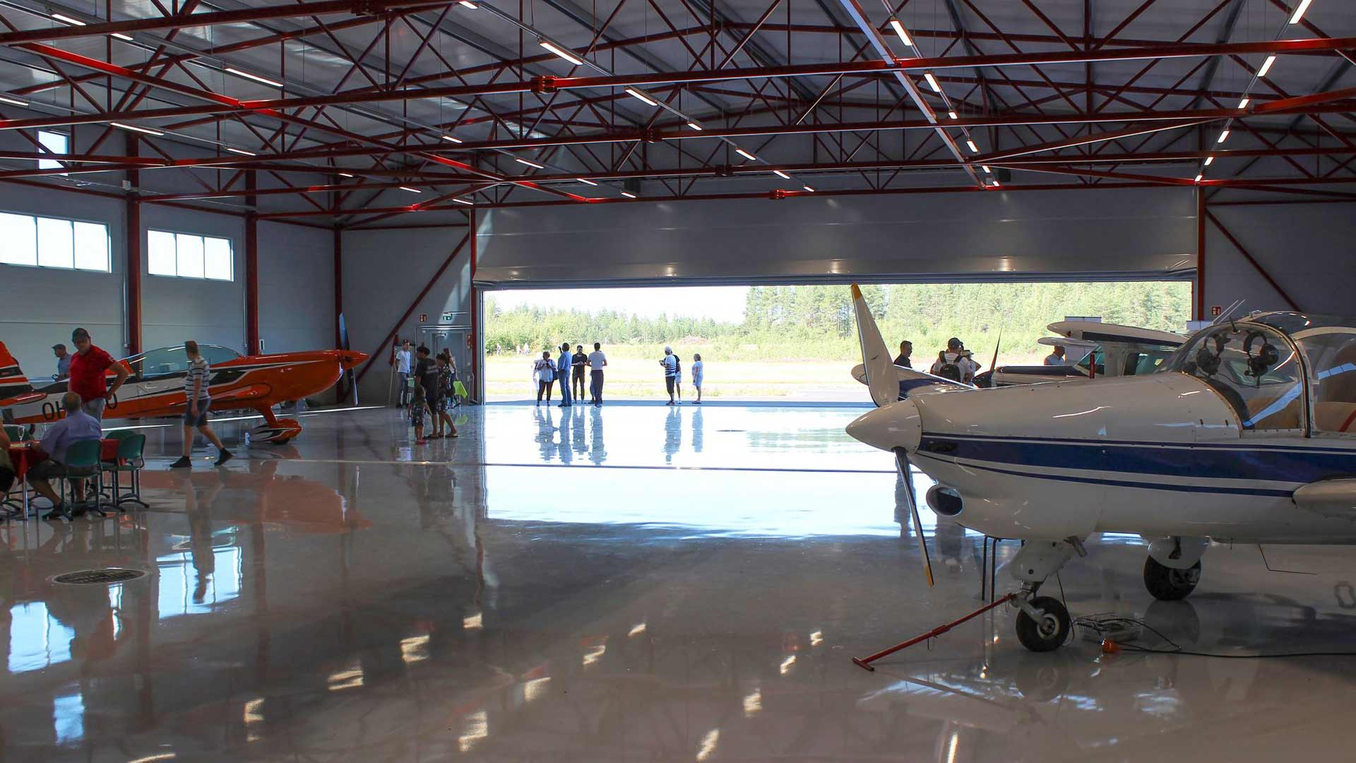 BF-lento rakennutti Nummelaan uuden hangaarin, joka vihittiin käyttöönsä elokuussa.
