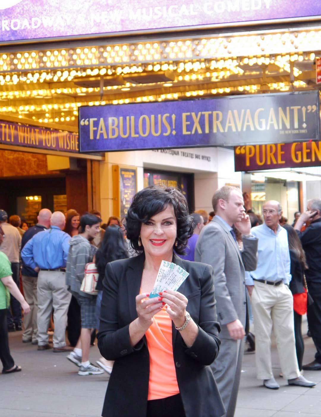 Times Squarella, menossa katsomaan Aladdin-musikaalia. Vuosi 2014.