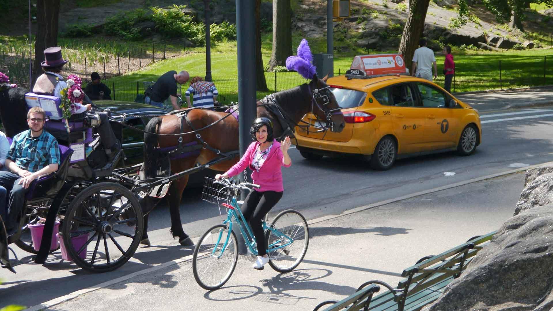 Pyöräretkellä New Yorkin Central Parkin ympäri. Vuosi 2014.