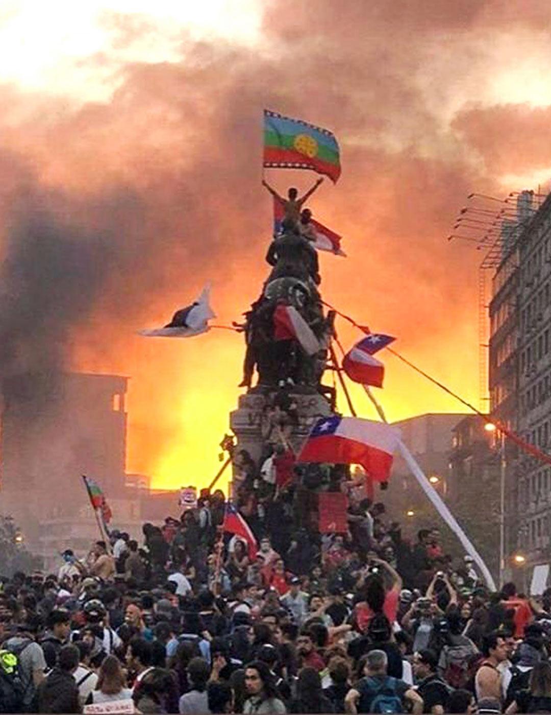 Päivittäiset mielenosoitukset Plaza Baquedanolla tukahtuivat vähitellen kevään koronavirukseen.