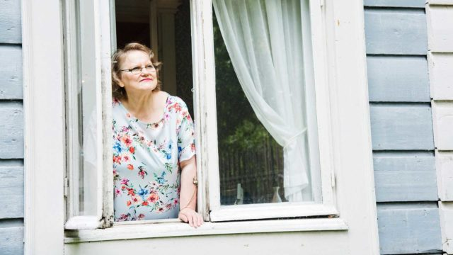 Hellä Neuvonen-Seppänen halusi antaa tutkimuksessaan äänen evakkojen lapsille.