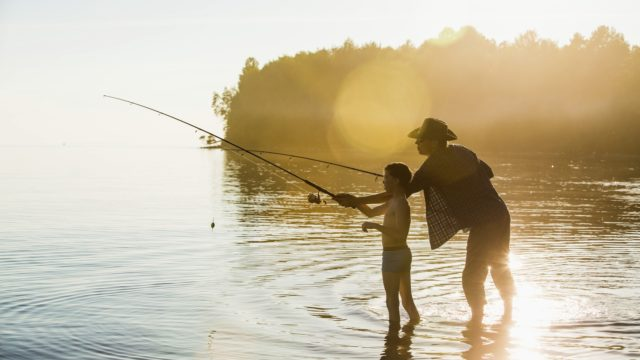 Monet suomalaisten kalastusmuistot liittyvät kalareissuihin isän tai papan kanssa.