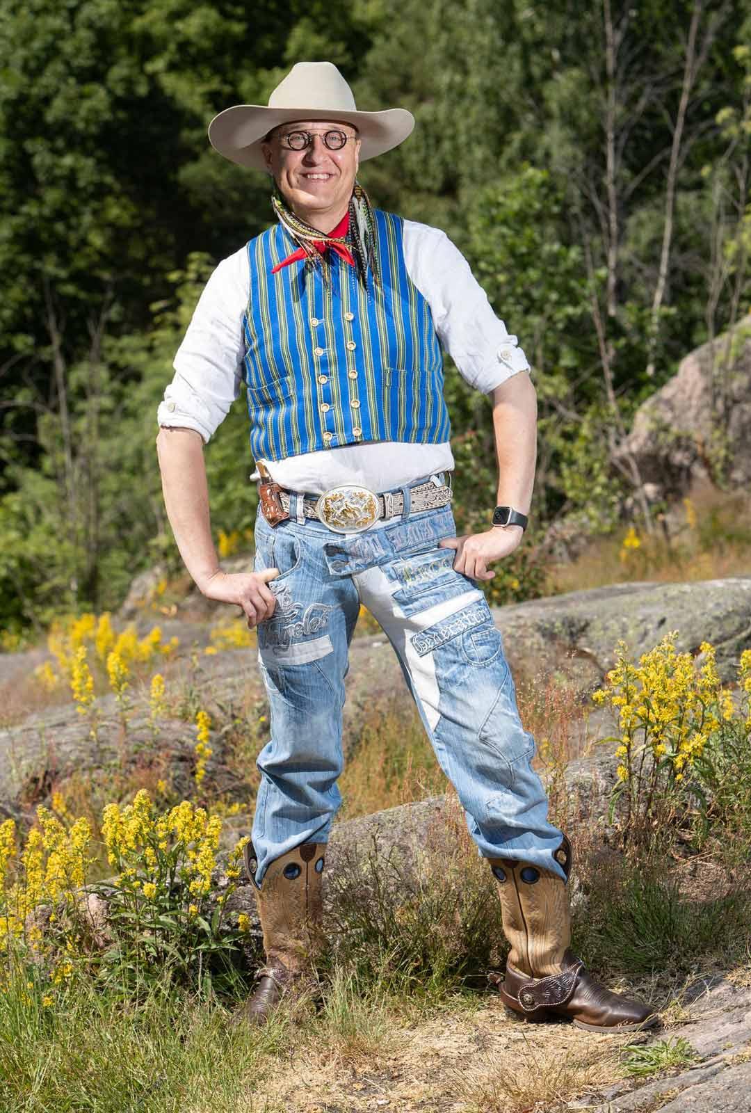 """""""Asukokonaisuudella viestin kiinnostusta entisajan cowboykulttuuriin ja suomalaiseen kansanperinteeseen."""""""