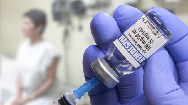 Remdesiviiri saattaa estää sairaalaan joutuneiden koronaviruspotilaiden tehohoitoon joutumista. Tutkimukset lääkkeen tehosta ovat vielä kesken.