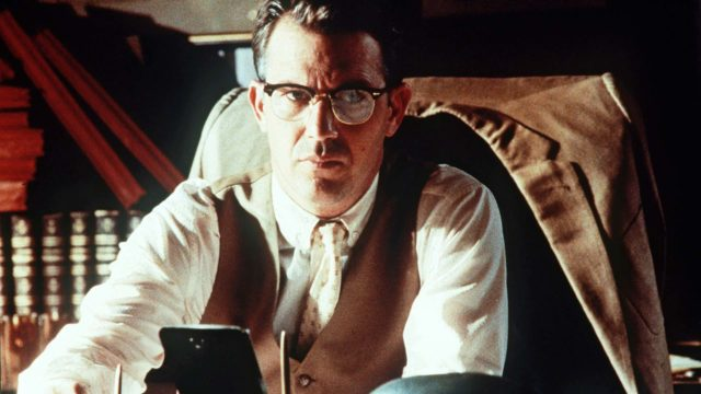 Kevin Costner elokuvassa JFK – avoin tapaus.