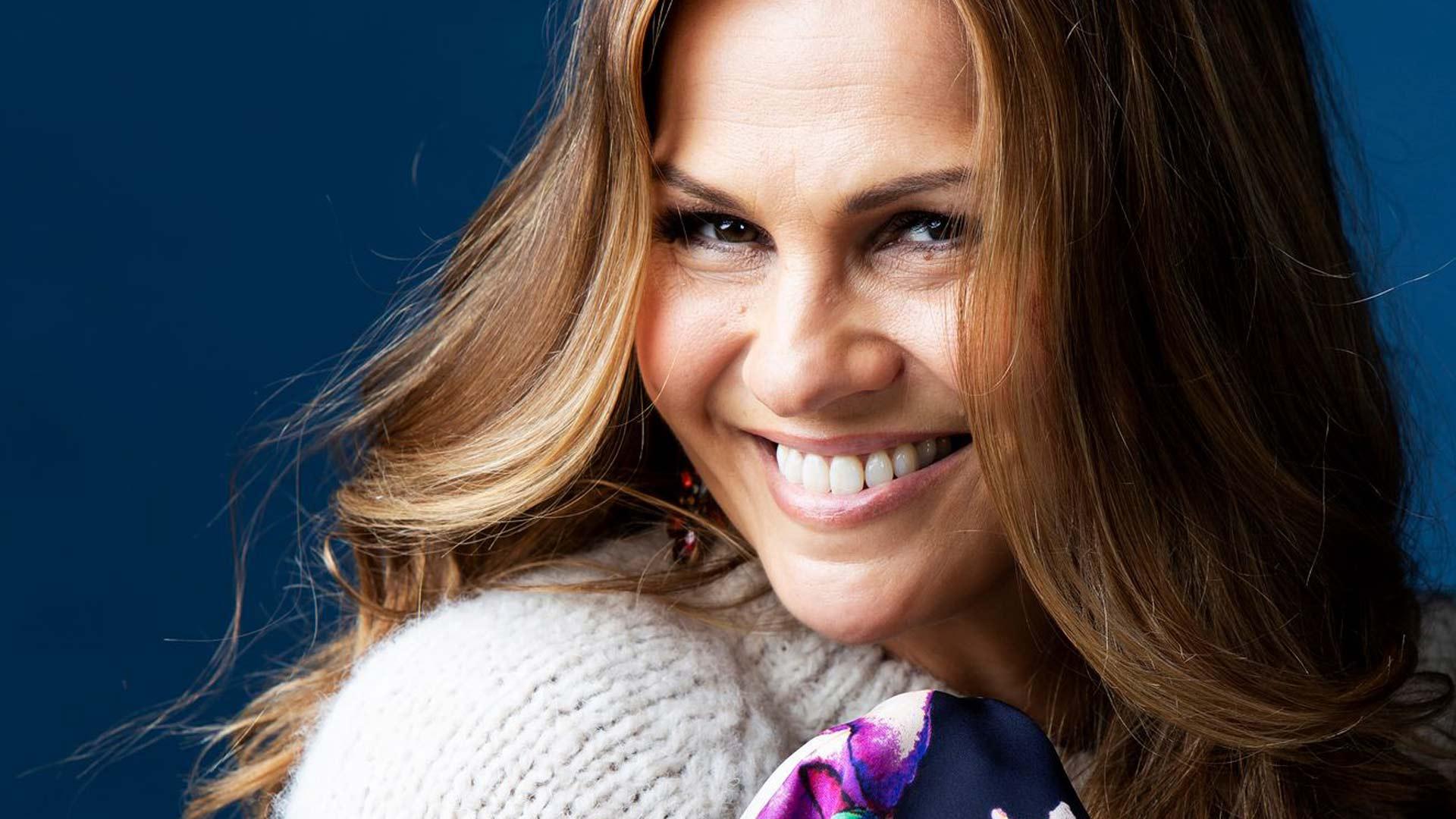 Janina Fry on mukana Tanssii tähtien kanssa -ohjelmassa, ja kiireisen yrittäjäarjen lisäksi perhe rakennuttaa omakotitaloa Espooseen.