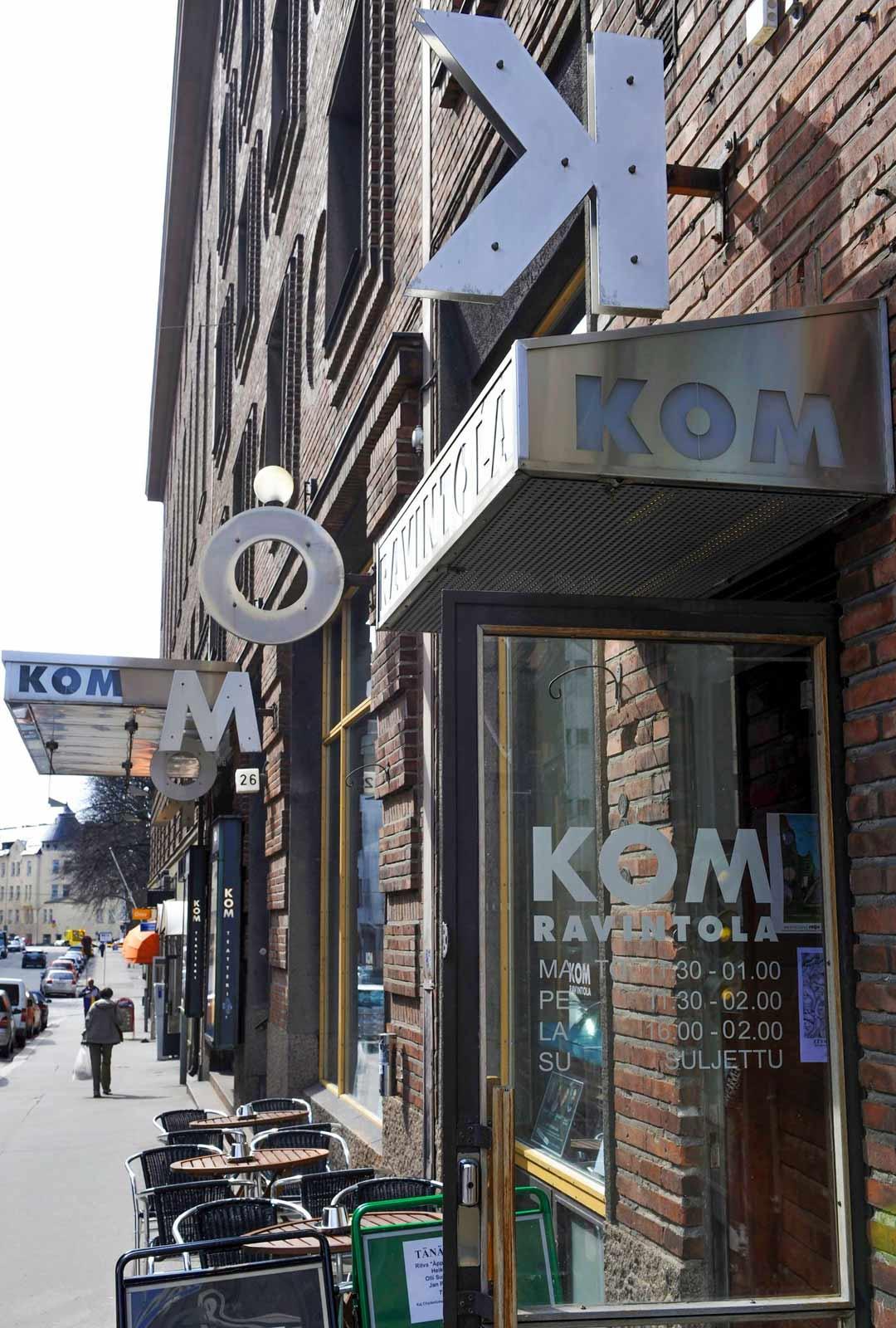 Projektion näytökset olivat Helsingin Kapteeninkadulla elokuvateatteri Joukolassa. Nyt tiloissa toimii KOM-teatteri.