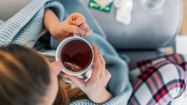 Yleensä flunssaisena tuntuu hyvältä juoda jotakin lämmintä mehua, kuten mustaherukkamehua.