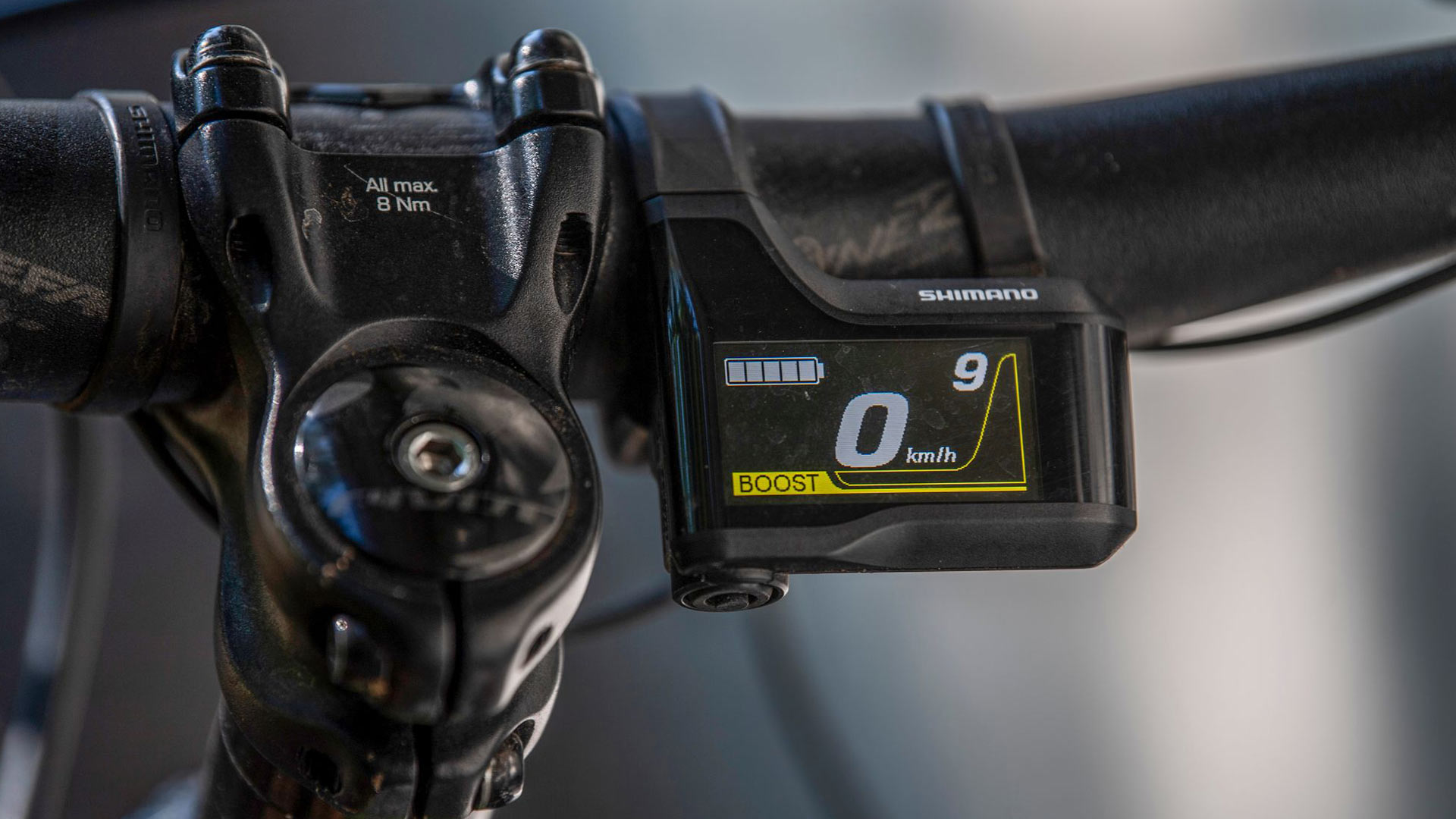 Boost-asetus tarjoaa eniten tehoa ja siitä Paakkinen tykkää. Vauhti tarjoaa entiselle moottoriurheilijalle oikean tunnetilan.