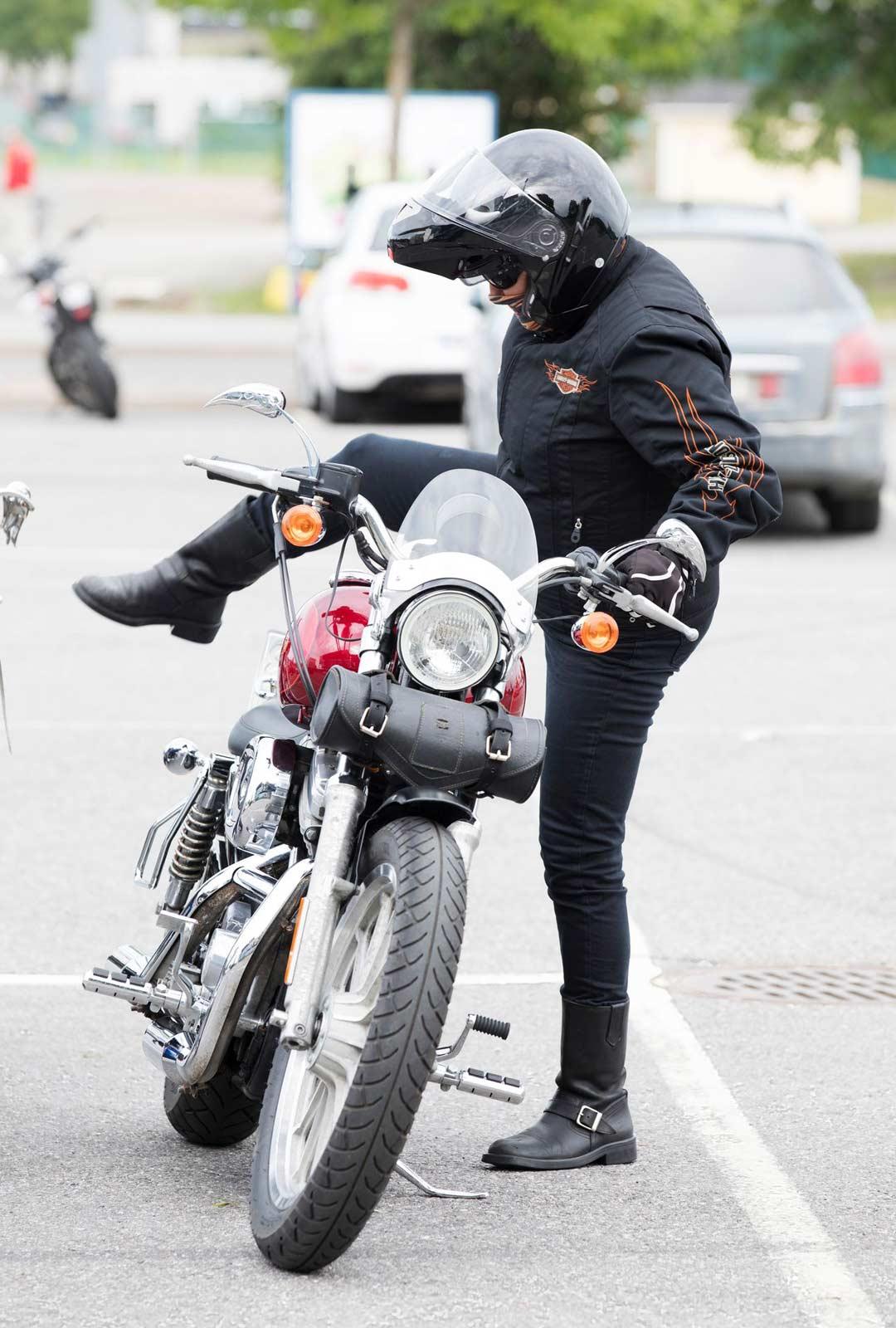 Pari tuumaa normaalia matalamman pyörän päälle on helppo nousta.