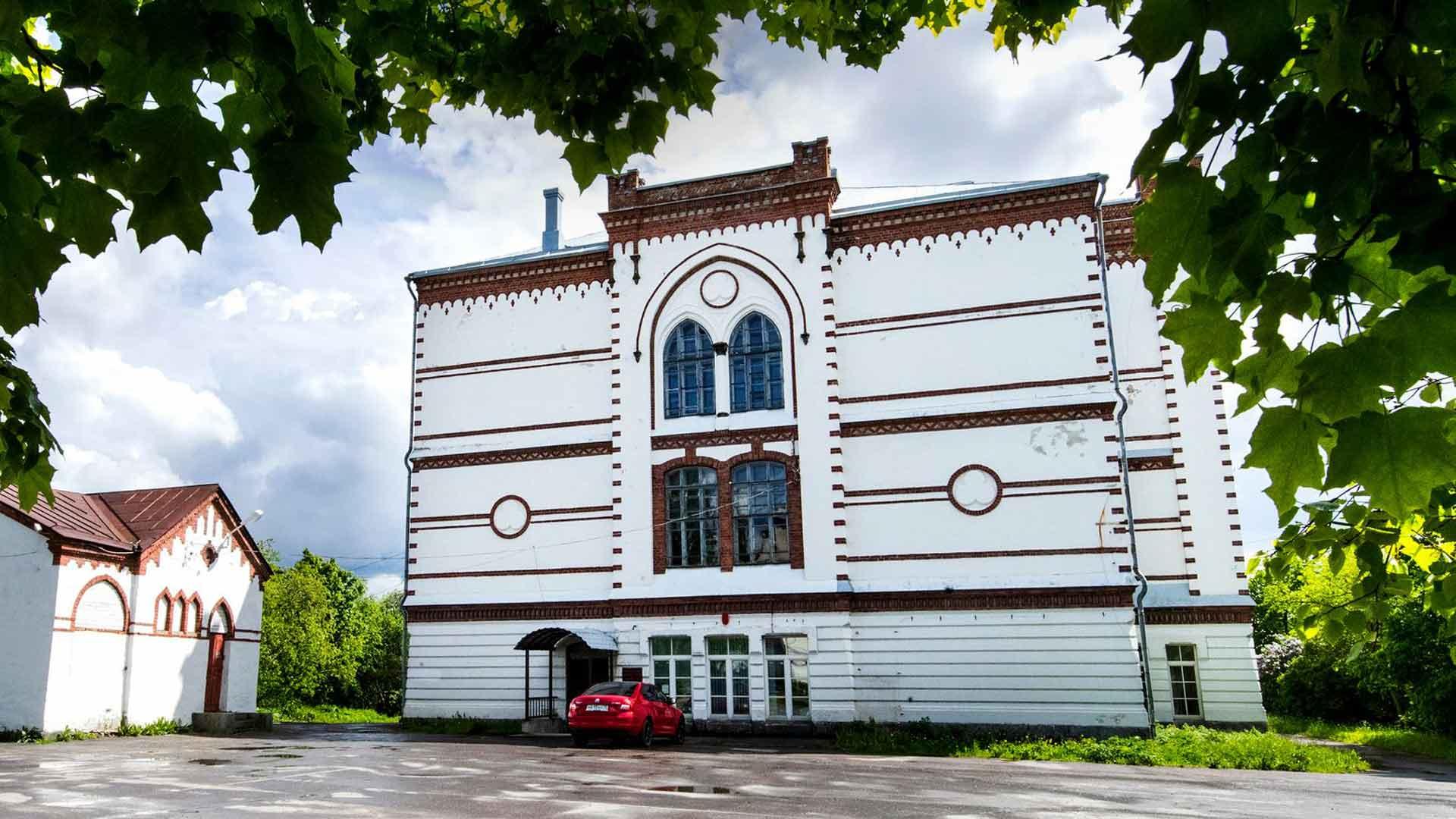 Nykyisen kaupunginjohtajan aikana Sortavalan kuuluisia puistoja on alettu remontoida, ja katukuvaa kohentaa muutenkin.
