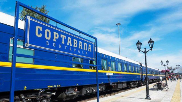 sortavalan asemalle juna toi turisteja