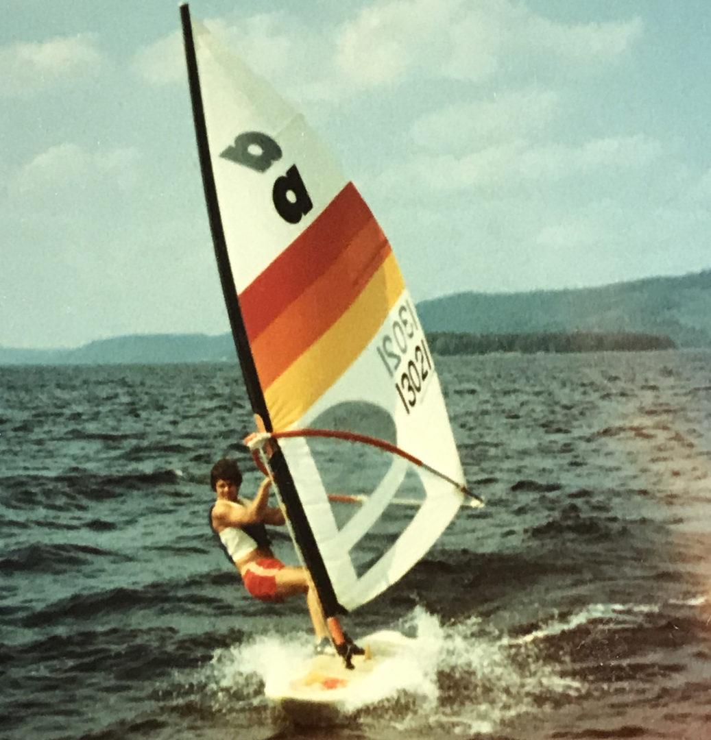 Arto Hietanen surffaa