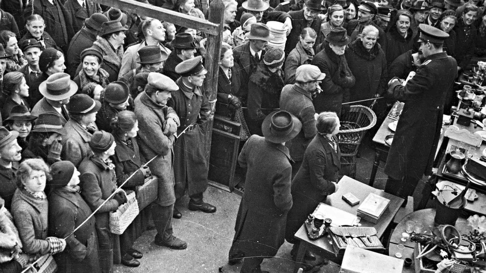 Holokaustin huutokauppiaat tarkastelee juutalaisten irtaimiston kohtaloa