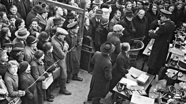 Historia: Holokaustin huutokauppiaat.