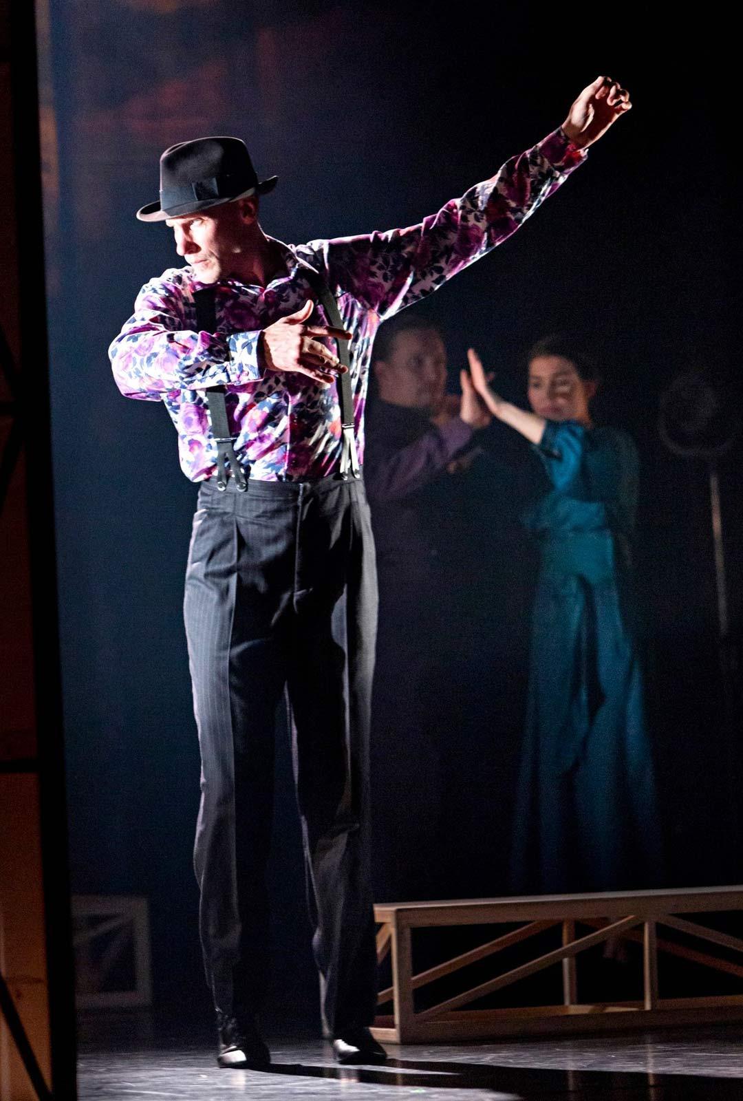 Tanssikielto-esityksessä kuvataan myös nykyajan kieltämisen kulttuuria, jota yhä löytyy.