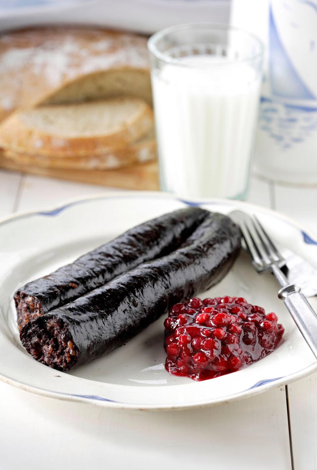 Aitoja suomalaisleipiä leivotaan Virossa, perinneherkkujen liha voi tulla EU:sta.