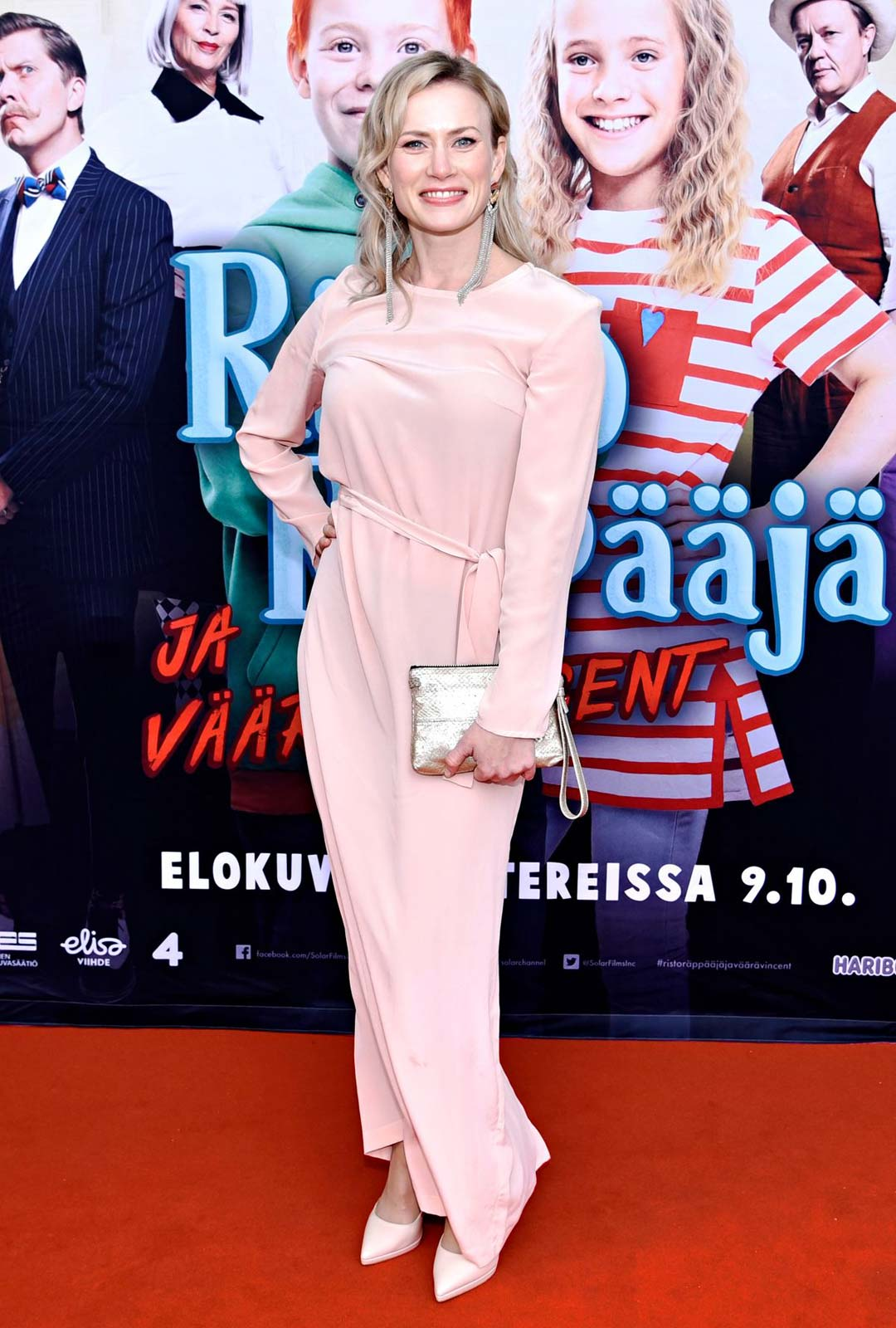 Näyttelijä Minka Kuustonen.