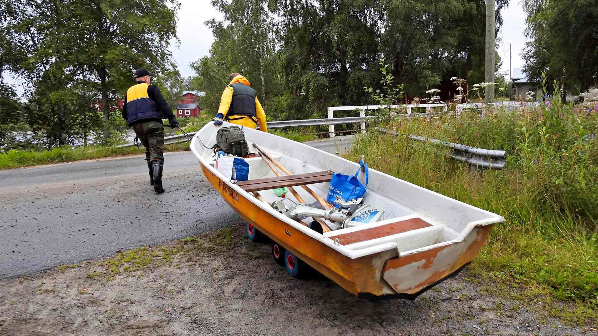 Riskiretkellä toimittiin kuin golfkentällä: vene kuljetettiin pallon tavoin aina sinne, mihin oli edellisellä kerralla jääty.