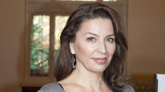 Näyttelijä Kristiina Halttu kapinoi nuorena, koska häntä ärsytti, että häntä arvioitiin aina naiseuden kautta.