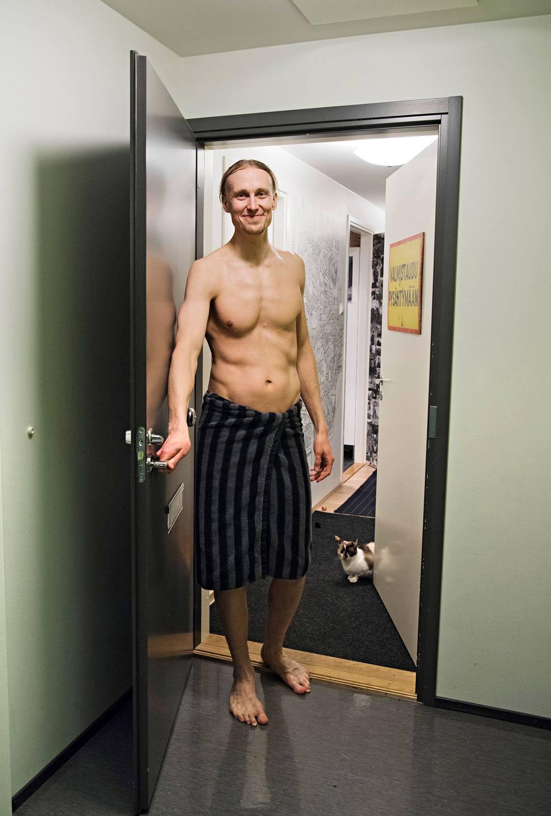 Jaakko Blomberg rohkaisee muitakin avaamaan saunansa vieraille Sauna Dayn aikaan.