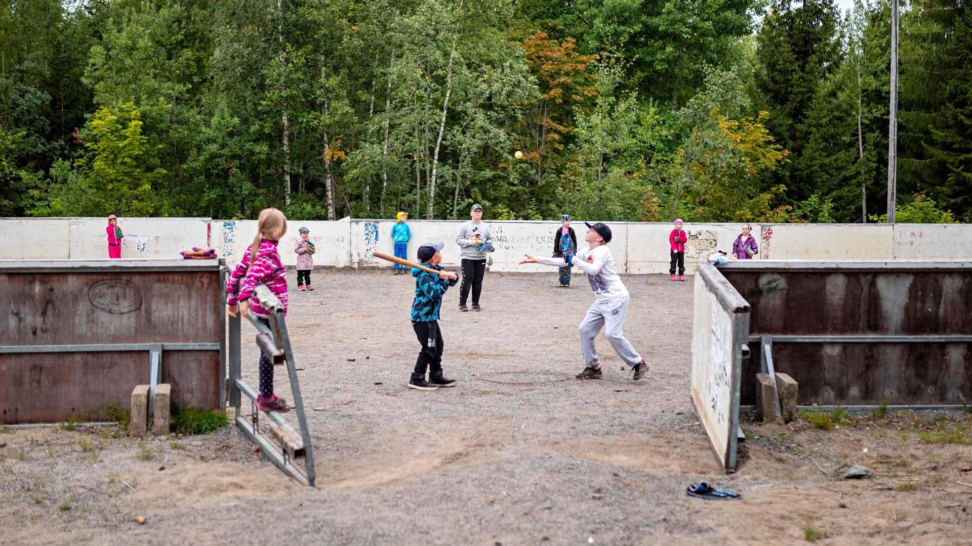 Koittilan kyläkoulussa oppilaat opiskelevat yhdysluokissa: esikoululaiset ja 1–2-luokkalaiset yhdessä ja 3–6-luokkalaiset yhdessä.