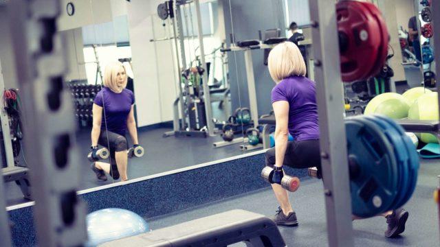 Lihasvoiman hupeneminen alkaa tuntua jaksamisessa.