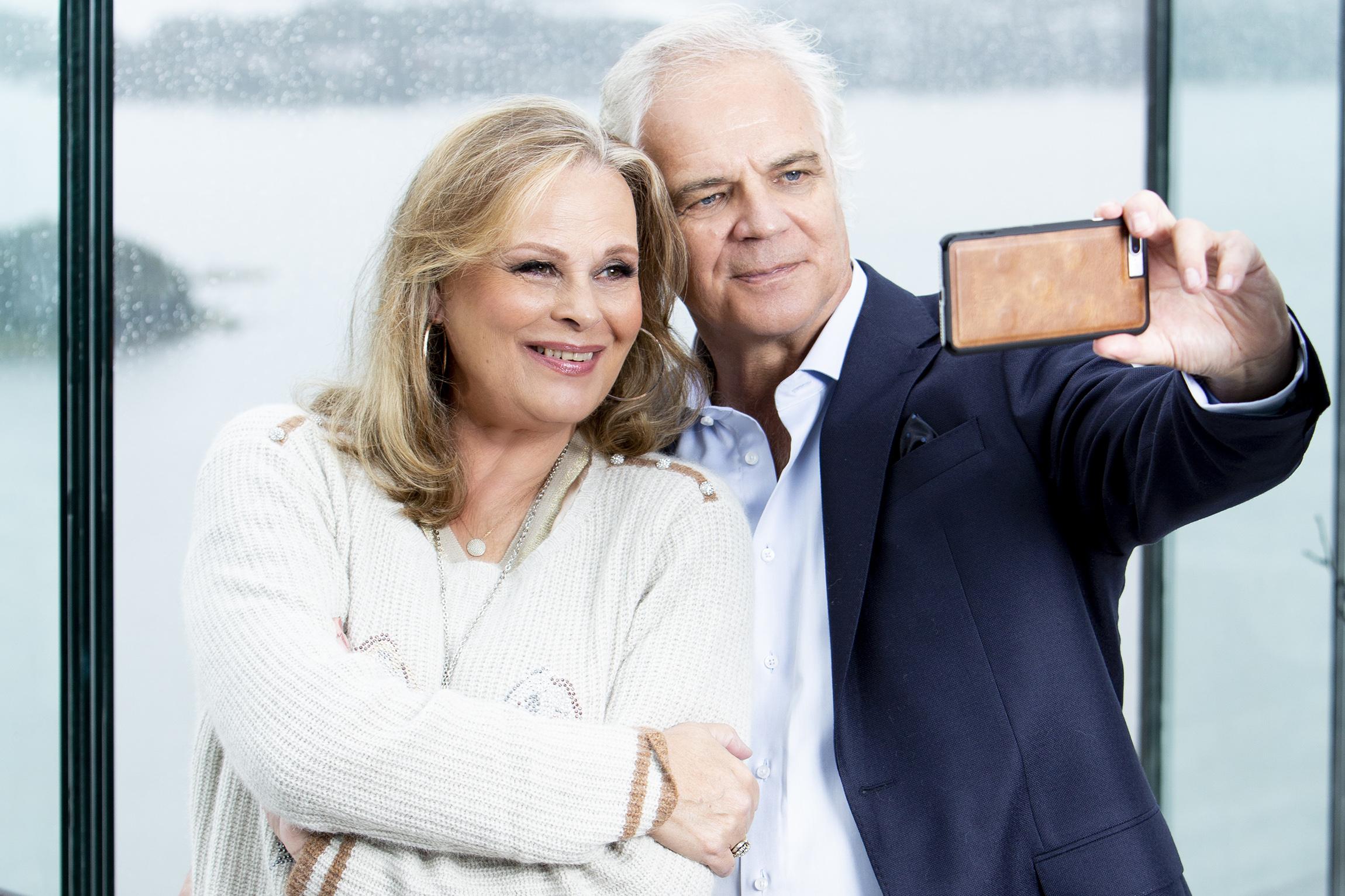 """Olen huono ostamaan lahjoja, mutta yritän kertoa Annelle usein sen, että rakastan häntä"""", Arto Hietanen tunnustaa."""