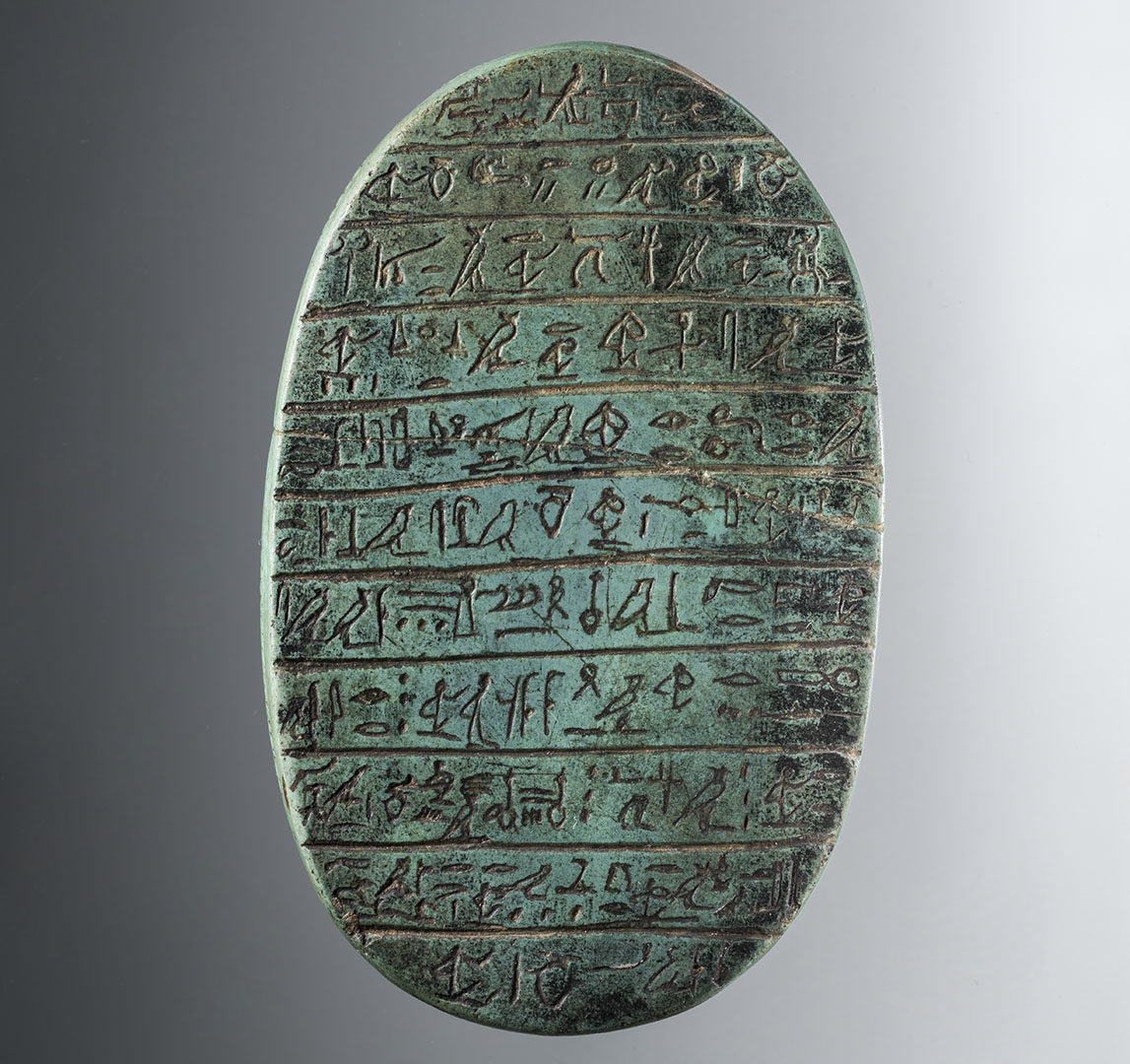 Egyptiläinen vuolukivestä valmistettu sydänskarabeus, noin 1500-1000 eaa.