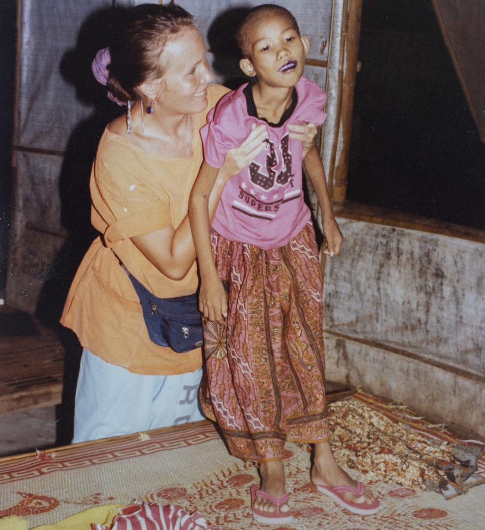 Tarja Tuovinen avustustyöntekijänä Thaimaassa © Tarja Tuovisen kotialbumi