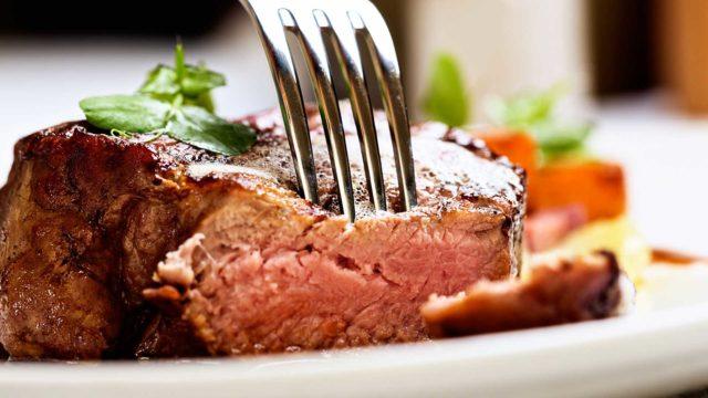 Jos syö lihaa, maito- tai viljatuotteita pitkän tauon jälkeen, vatsa vaivaa.