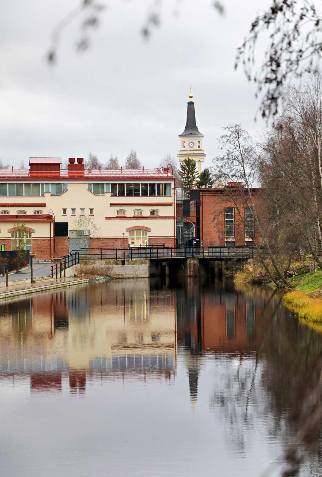 Oulun siluettiin kuuluu ehdottomasti tuomiokirkon kaunis torni.