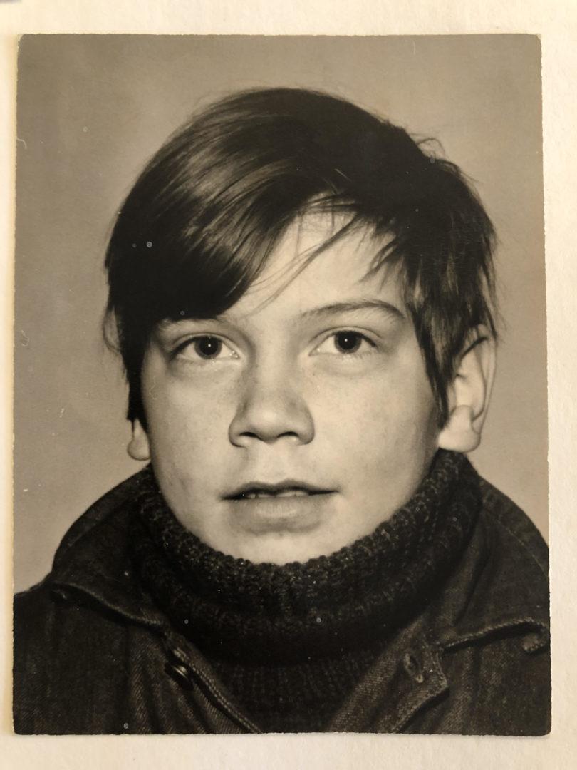 Jarmo kansakoulukuvassa noin 10-vuotiaana.