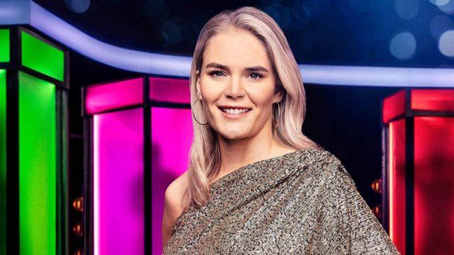 Naked Attraction Suomi, juontaja Marja Kihlström.