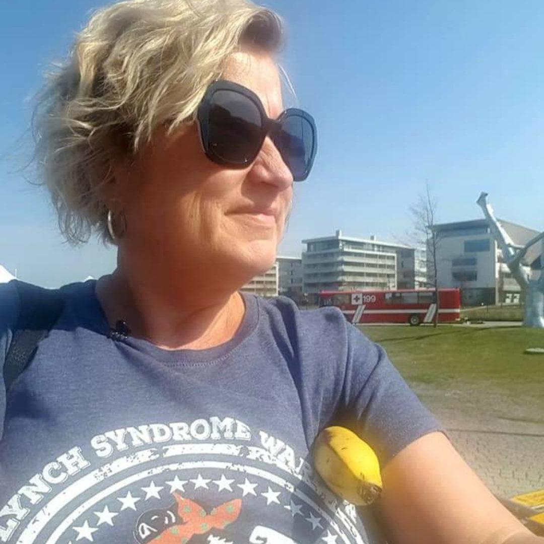 Kun Mia Linden osallistui Sylva ry:n Fuck Cancer-hyväntekeväisyysjuoksuun, hän piti kunnia-asianaan pitää päällään ystävän Yhdysvalloista lähettämää Lynchin syndroomasta kertovaa t-paitaa.