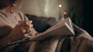 Joël Dickerin tarinassa riittää viihdykettä monelle lomapäivälle, leppoisalle lukijalle jopa -viikolle.