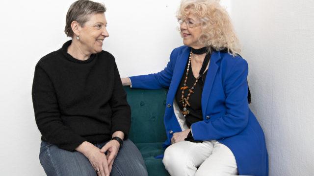 Kirjailija Rakel Liehu kertoi toimittaja Marja-Terttu Yli-Sirniölle, että hänellä ja Helenellä on paljon yhteistä.